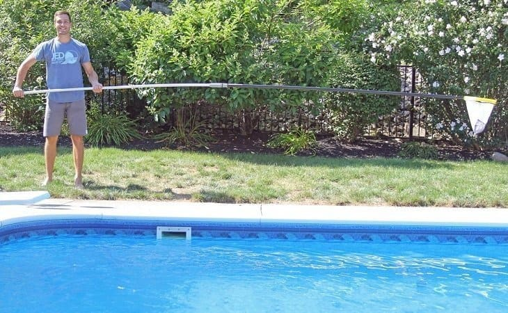 7 Best Telescopic Pool Poles – Reviews & Buying Guide