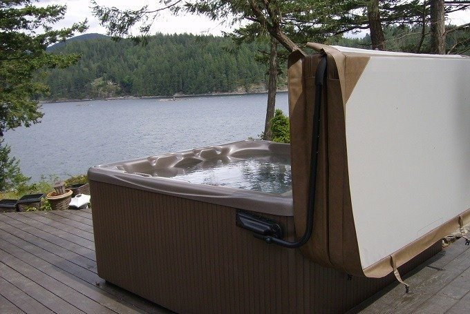 How to Buy the Best Hot Tub Cover Lifter