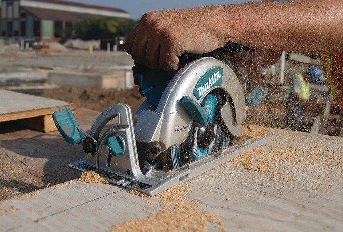 How to Buy the Best Warm Drive Circular Saw