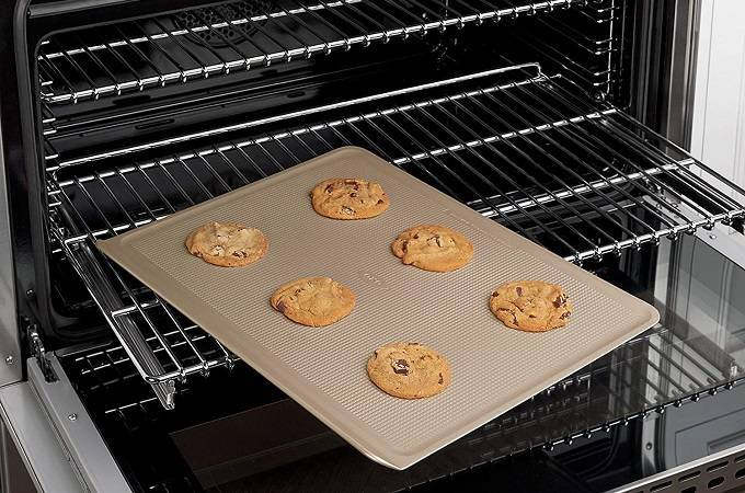 How to Buy the Best Cookie Sheet