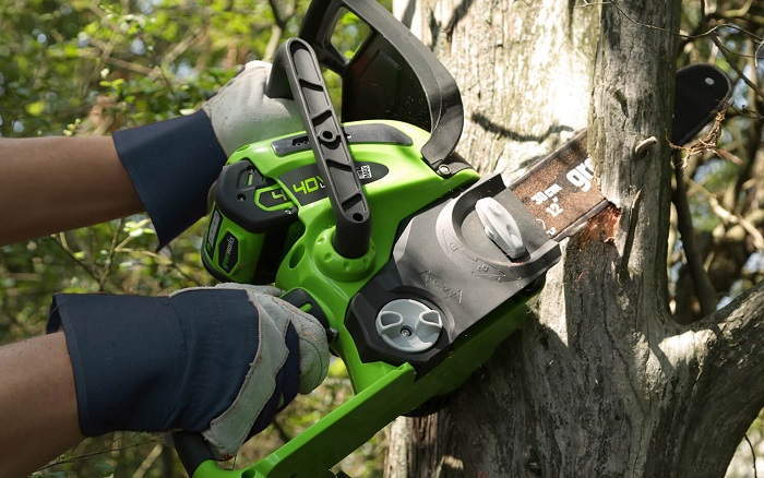 How to Buy the Best Homeowner Chainsaws