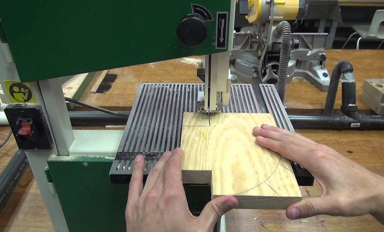 Safety Tips When Using a Bandsaw