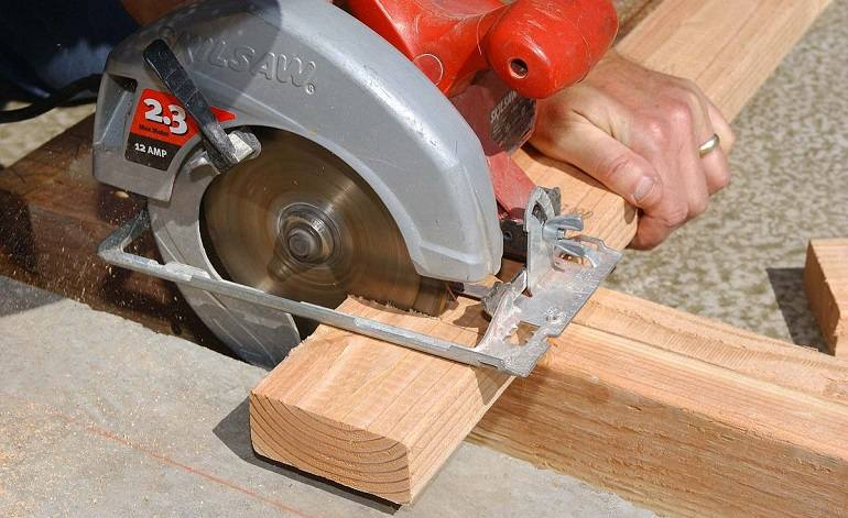 Safety Tips When Using a Circular Saw