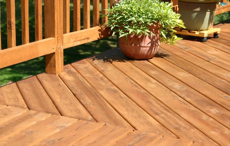 How to Buy the Best Deck Stain