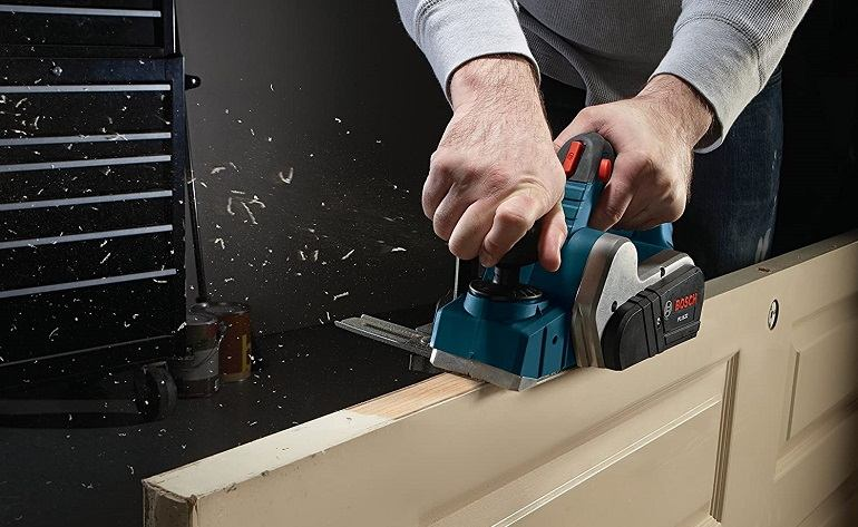 How to Maintain a Wood Planer