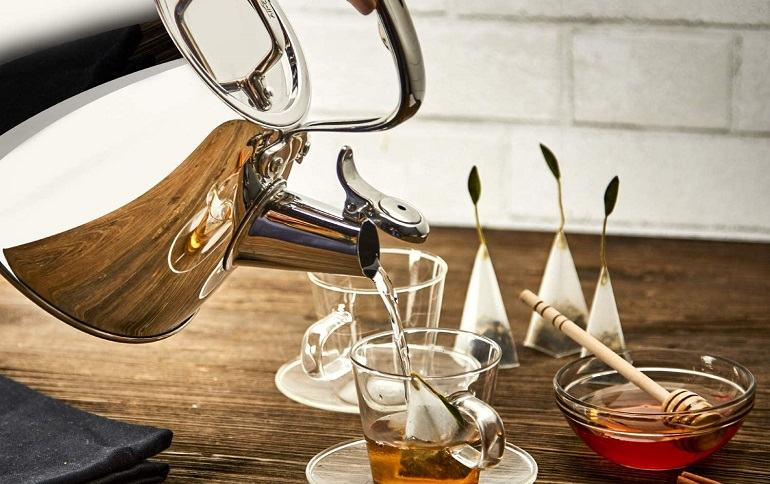 How to Buy the Best Whistling Tea Kettle