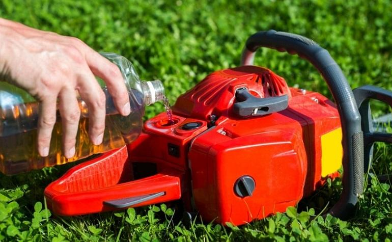 How to Buy the Best Chainsaw Bar Oil
