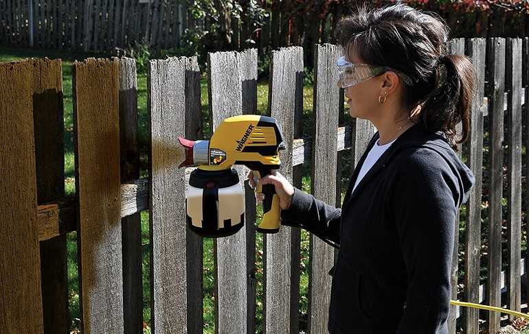 How to Buy the Best Sprayers for Staining a Fence