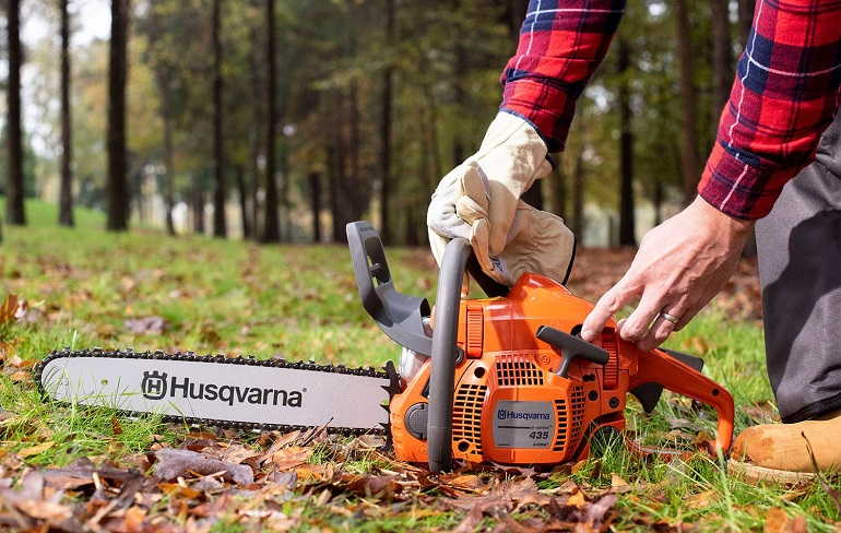 How to Mix Oil & Gas for Chainsaw